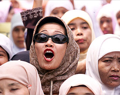 الزواج من الأجانب بإندونيسيا عرف مقبول تعوقه القوانين