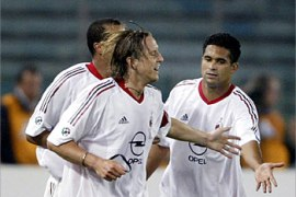 F_AC Milan's Massimo Ambrosini (C) celebrates with teammates Sergio Claudio Serginho (R) and Rivaldo both of Brazil after scoring against AS Roma during their Italian cup final first leg soccer match at Rome's Olympic stadium 20 May 2003.          AFP PHOTO PAOLO COCCO
