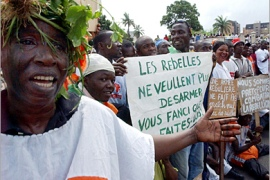 REUTERS – Members of the Young Patriots, a pro-government militia, demonstrate in front of the Ivory Coast national army