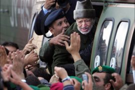 F_Ailing Palestinian leader Yasser Arafat says goodbye to well-