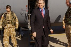F_British Prime Minister Tony Blair arrives in Baghdad 21 December, 2004.