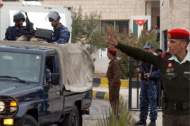 Jordanian security forces guard the Amman court where the trial of Iraq's most wanted man, the fugitive Abu Musab al-Zarqawi