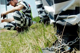 AFP –  A prisoner takes a break from picking up trash as part of the Bulter County Jail chain gain 07 June 2005 in Butler County, Ohio. Forty prisoners at the facility have volunteered to work