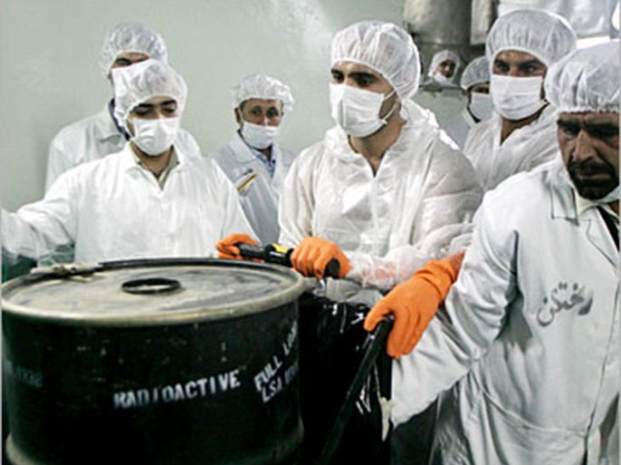 epa000498966 Iranian nuclear experts at the research centre of the uranium conversion plant in the Isfahan nuclear plant in central Iran, on Monday, 8 August  2005. Iran said the