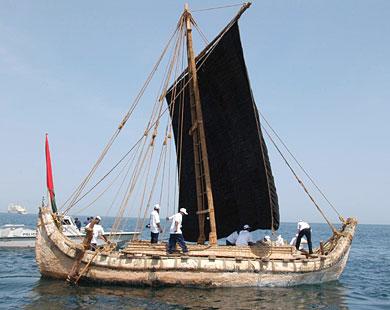 سفينة مجان التراثية العمانية تنقلب في أول رحلة إلى الهند