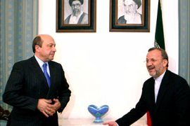 r_Head of the Russian Security Council Igor Ivanov (L) meets Iranian Foreign Minister Manouchehr Mottaki