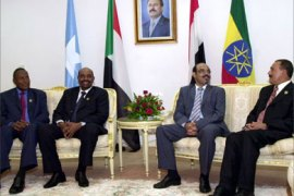Yemeni president Ali Abdullah Saleh (R), Ethiopian prime minister Mehles Zenawi (2nd from R) Sudanese president Omar al-Bashir (3rd. from R) and Somali president Abdullah Yusuf Mohammed (L), in Aden presidential palace before opening session of the 4th. Summit of Sana'a Forum for economic co-operation holds in Aden 28-29 December 2005