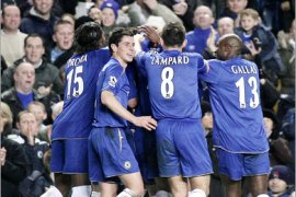 epa00588593 Chelsea players celebrates John Terry's goal against Middlesbrough during their English Premiership soccer match at Stamford bridge in London, Saturday 03