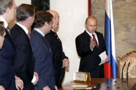 Russian President Vladimir Putin (R) enters for his meeting with members of Russian Government in Moscow, 26 December 2005. Ukraine early voiced hopes for a compromise with Russian state-controlled gas giant Gazprom on gas prices ahead of a January 1 deadline after which it would go before an arbitration panel in Sweden.