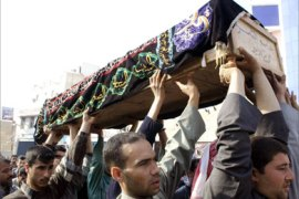 A coffin is carried for burial of one of the victims of yesterday's Karbala suicide bombing 06 January 2006, in the holy city of Najaf, 160 kms from south Baghdad. A suicide bomber detonated his charge in the middle of a busy market area in Karbala, 70 kms south of Najaf