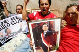 r_Supporters of former Peruvian president Alberto Fujimori stage a hunger strike outside the National Electoral
