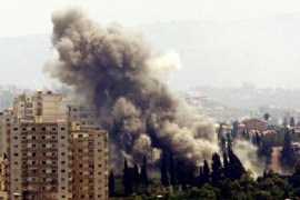Smoke rises after an Israeli air strike on the outskirts of  the southern port city of Tyre (Soure) August 7, 2006. REUTERS/Zohra Bensemra (LEBANON)