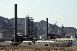 A partial view of Aden oil refinery in Yemen, 15 September 2006.  Four bombers and a security guard were killed today when Yemeni security forces foiled twin suicide bombings