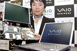 "AFP  / Japanese electronics giant Sony employee Miwa Asakura displays the world's lightest B5-sized notebook PC ""Vaio typeG"", weighing only 898g, at a Tokyo hotel, 01 November 2006. Sony unveiled the carbon-fier made light weight and"