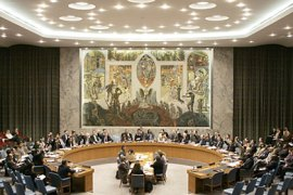 Members of the United Nations Security Council vote 24 March 2007 to slap new UN sanctions on Iran with an amended draft resolution that expanded UN sanctions