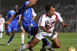 AFPEgyptian player of Zamalik club Amr el-Safti (R) fights for the ball with Sudanese player Haytham Moustafa (L)