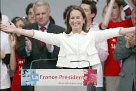 r_French Socialist Party presidential candidate Segolene Royal gestures between Jean-Marc Ayrault (L), Jean-Marc Ayrault, head of the Socialist parliamentary group, and