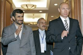 AFP : Iranian President Mahmoud Ahmadinejad (L) and Russian President Vladimir Putin (R) meet in Bishkek, 16 August 2007. Ahmadinejad said the proposed US missile