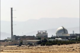 afp – Photo dated 08 September 2002 shows a partial view of the Dimona nuclear power plant in the southern Israeli Negev desert.   The southern Israeli town of Dimona, which was hit
