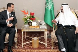 afp : A handout picture from the Syrian Arab News Agency (SANA) shows Syrian President Bashar al-Assad (L) meeting with Saudi King Abdullah on the sidelines of the Arab