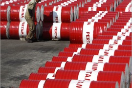 REUTERS/ A worker inspects oil barrels at Pertamina's storage depot in Jakarta May 25, 2010. Indonesian state oil firm Pertamina plans to raise crude oil production to 1 million barrels per day