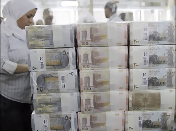 f_New Syrian currency notes (R to L: 200, 100, 50 Syrian pounds) are seen on display at the central bank in Damascus July 27, 2010. Syrian authorities unveiled notes