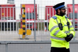 ATTENTION EDITORS: THIS IMAGE IS UK OUTA British Police Community Service Officer stands guard outside the East Midlands airport cargo hub, in central England, on October 29, 2010. Police examined a suspicious package found early Friday in a freight distribution centre at East Midlands Airport in central England, a police statement said. AFP PHOTO/STRINGER/UK OUT/GETTY OUT