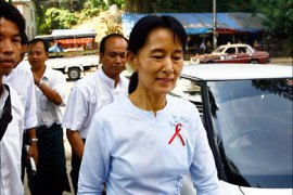 r_Myanmar's pro-democracy leader Aung San Suu Kyi arrives to her National League for Democracy (NLD) office in Yangon November 19, 2010