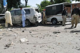 Pakistani police officials inspect the wreckage of a US consulate vehicle after a car bomb blast in Peshawar on May 20, 2011. A car bomb targeted US consulate vehicles in the north-western Pakistani city, killing one person and wounding 11 others in the first attack on Americans in Pakistan since Osama bin Laden was killed.