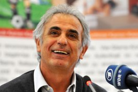 epa01936292 Vahid Halilhodzic, head coach of the Ivory Coast's national soccer team gives