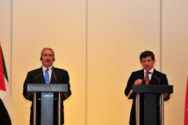 f_Jordan's Foreign Minister Nasser Judeh (L) and his Turkish counterpart Ahmet Davutoglu answer questions after their meeting in Istanbul on August 17, 2011