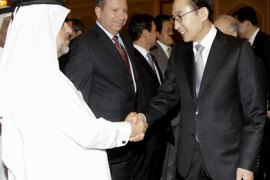 South Korean President Lee Myung-bak (R) meets with Qatari businessmen during the Korea-Qatar business forum on February 9, 2012 as he arrives in Doha for talks on oil supplies and construction projects for the 2022 World Cup finals to be held in Qatar. The scheduled