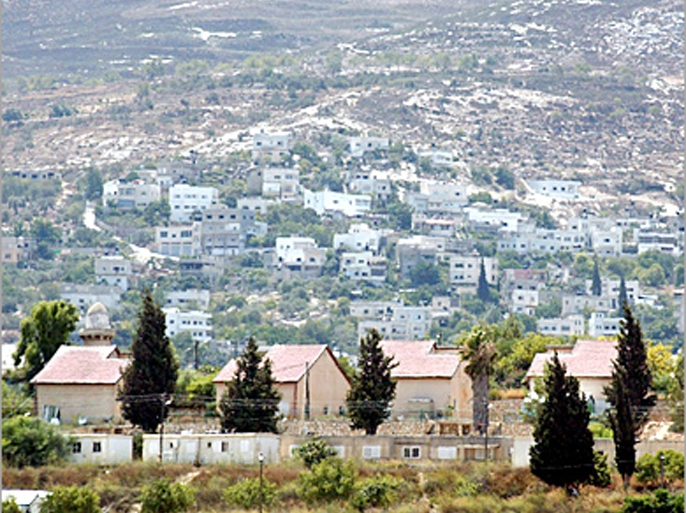 picture taken from the west bank city of jenin shows israeli settlement of sanur and a palestinian village appearing in the background 07 august 2005. sanur is one of the settlements israel is planning to dismantle later this month as part of its plan to evacuate four settlements in the west bank and all 21 settlements in the gaza strip. the other west bank settlements marked for evacuation are kadim, ganim and homesh near jenin city. afp photo/jaafar ashtiyeh (الفرنسية)