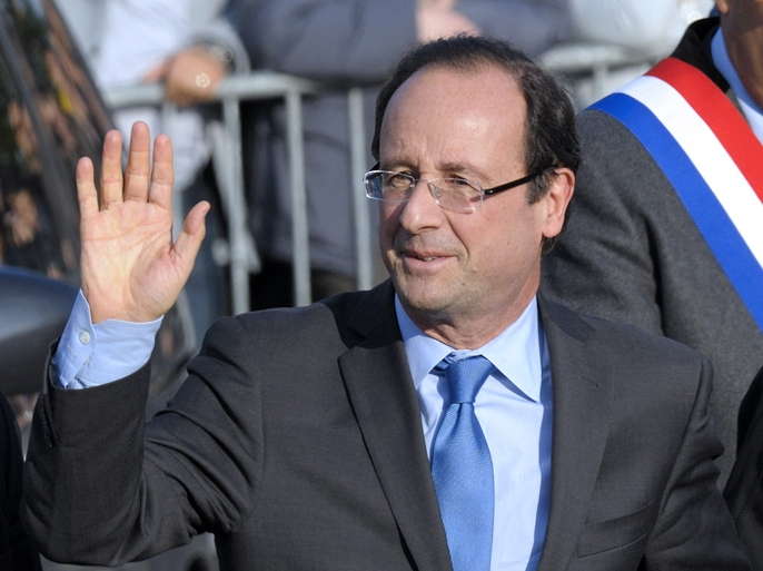 Francois Hollande, Socialist Party candidate for the 2012 French presidential election, waves as he arrives to attend a ceremony to mark the mass killing of Armenians by Ottoman Turks 97 years ago on April 24, 2012 in Paris. AFP