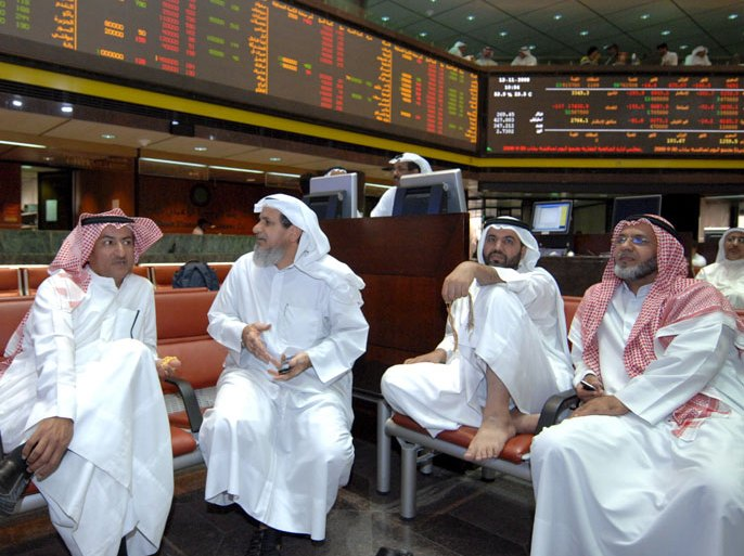 epa01549620 Traders at the trading floor at the Kuwait Stock Exchange, the second largest Arab bourse, where trading was halted 13 November 2008 following an unprecedented court order aimed at curbing the market's slide and preventing massive losses among small investors. The administrative court ordered that trading be suspended immediately at the bourse until November 17 when the court will sit again to look into the issue, said the ruling. The court ruling said the order was issued to spare investors from heavy losses, finding that the bourse management failed to take any measures to boost the flagging bourse EPA/RAED QUTENA