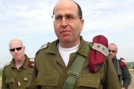 Israel's armed forces chief Moshe Yaalon walks after a visit to the Kissufim crossing in the Gaza strip in this February 16, 2005 file photo. Prime Minister Benjamin Netanyahu on March 17, 2013 chose Yaalon, an ex-general and vice premier from his right-wing Likud party, to be Israel's next defence minister, a government official said.