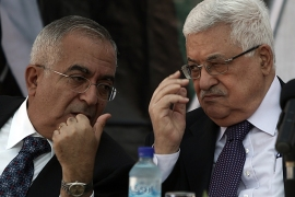 epa02277691 Palestinian President Mahmoud Abbas (R) and his Prime Minister Salam Fayyad (L), during the opening ceremony of a Medical complex in the West Bank town of Ramallah on 08 August 2010.  EPA/ATEF SAFADI