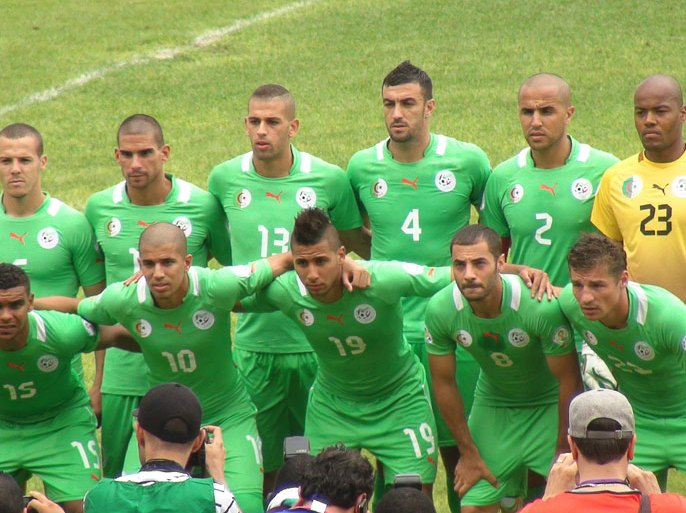 Algeria's national football team poses for photo before the 2014 FIFA World Cup qualifying football match Benin vs Algeria on June 9, 2013 at the Charles de Gaulle stadium in Porto-Novo, Benin. AFP PHOTO / STRINGER