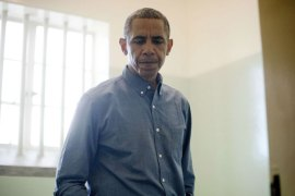 JIM011 – ROBBEN ISLAND, -, AFRIQUE DU SUD : US President Barack Obama visits the cell where Nelson Mandela, an anti-apartheid activist, was once jailed on Robben Island, on June 30, 2013. Paying homage to the 94-year-old former South-African president, who is critically ill in hospital, Obama stared into the stark cell where Mandela spent two thirds of his 27 years in jail. AFP PHOTO/JIM WATSON