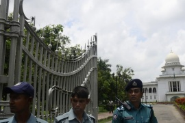 Bangladeshi police stand guard in front of the high court in Dhaka on August 1, 2013. Security was tight in the Bangladeshi capital as a top court was set to rule on whether to ban the nation's biggest Islamic party, with fears the verdict could trigger fresh unrest.