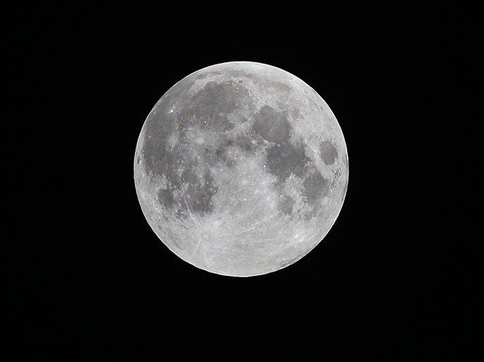 ما سر وجه رجل في القمر