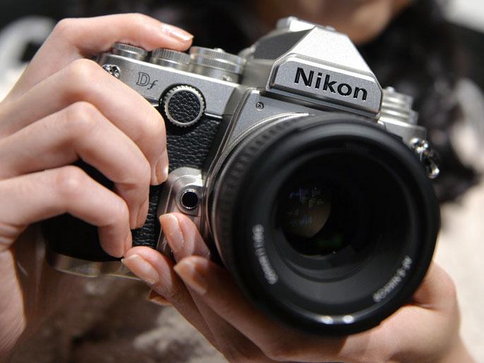 نيكون تطرح كاميرا حديثة بتصميم قديم