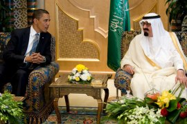 epa01749935 US President Barack Obama (L) meets with Saudi King Abdullah at the King's Farm in Janadriyah, Saudi Arabia on 03 June 2009. Obama is attempting to open a dialogue with the Muslim world by visiting Abdullah and delivering a major speech in Cairo later this week. EPA/MATTHEW CAVANAU
