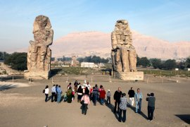 epa04034570 Tourists visit the colossi of Memnon in the Valley of the Kings in Luxor, Egypt, 21 January 2014. Tourism industry in Egypt is a vital part of the economy and has been hit hard by the ongoing political turmoil since the revolution of 25 January 2011. EPA/KHALED ELFIQI