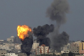 An explosion is seen in the northern Gaza Strip after an Israeli air strike July 13, 2014. Israeli naval commandos clashed with Hamas militants in a raid on the coast of the Gaza Strip on Sunday, in what appeared to be the first ground assault of a six-day Israeli offensive on the territory aimed at stopping Palestinian rocket fire. REUTERS/Ammar Awad (GAZA – Tags: POLITICS CIVIL UNREST)
