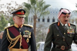Jordanian King Abdullah II (L) reviews the honour guard upon his arrival at parliament, on the occasion of the second regular session in Amman on November 2, 2014. AFP PHOTO/KHALIL MAZRAAWI
