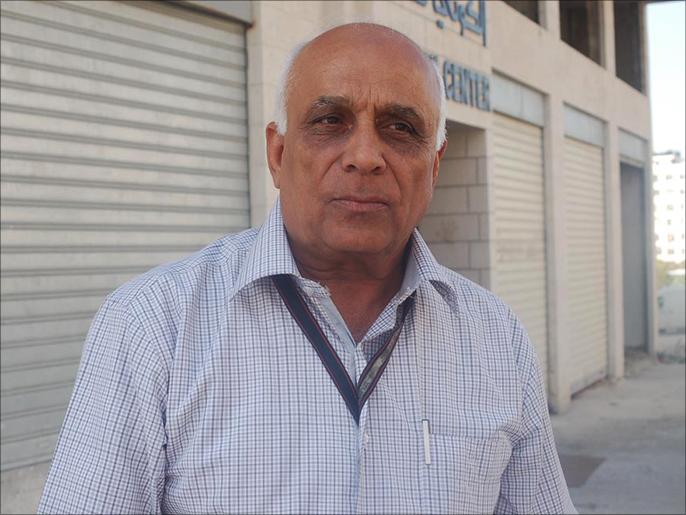الفارس يترجل.. وفاة الأكاديمي الفلسطيني عبد الستار قاسم بكورونا