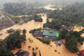An aerial view of flooded streets of the National Park in Kuala Tahan, Pahang December 24, 2014. More than 100,000 people have been evacuated by authorities in five northern states of Malaysia hit by the Southeast Asian' nation's worst floods in decades. Picture taken December 24, 2014. REUTERS/Nazirul Roselan (MALAYSIA – Tags: ENVIRONMENT DISASTER TPX IMAGES OF THE DAY)
