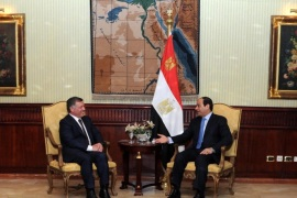 A handout photo made available by the Egyptian Presidency shows Egyptian President Abdel Fattah al-Sisi (R) meeting with Jordanian King Abdullah II (L), in Cairo, Egypt, 30 November 2014. According to official Jordanian news reports, King Abdullah II had a brief visit to Egypt during which he met with Egyptian President al-Sisi to discuss bilateral relations and current developments in the Middle East.  EPA/EGYPTIAN PRESIDENCY/HANDOUT