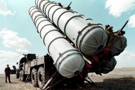 (FILE) A file picture dated in 1996 of Russian S-300 air defence missiles at a military training camp in Russia. Russia on 13 April 2015 lifted a ban on delivering sophisticated surface-to-air defence missiles to Iran, citing recent progress in the nuclear arms talks with Teheran. A 2010 UN resolution does not specifically prohibit Russia from supplying missiles, but calls for states to exercise restraint in arms sales.  EPA/VLADMIR MASHATIN *** Local Caption *** 99418399